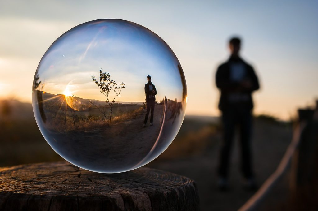 glass-ball-1764326_1280